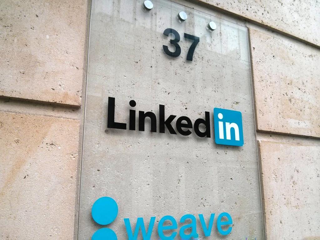 LinkedIn n'est pas (encore) seul dans son immeuble du 37 de la rue du rocher dans le XVIIIème arrondissement de Paris.